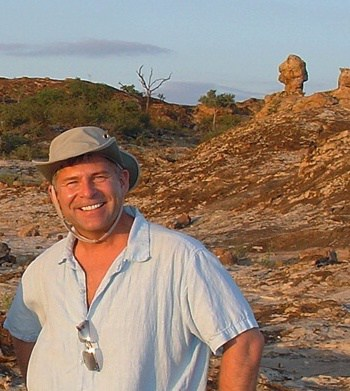 Anthony Bidulka Author Photo - Sundowner Ubuntu: A Russell Quant Mystery #5